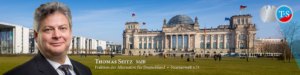 Thomas Seitz vor dem Bundestag im Reichstag in Berlin